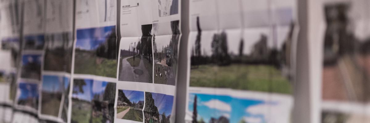 Le tavole del progetto appese alla parete dell'Urban Center