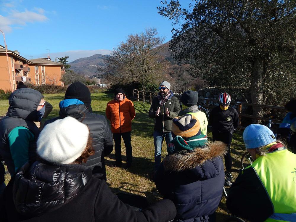 L'Assessore Valerio Barberis introduce Riversibility ai partecipanti della biciclettata.