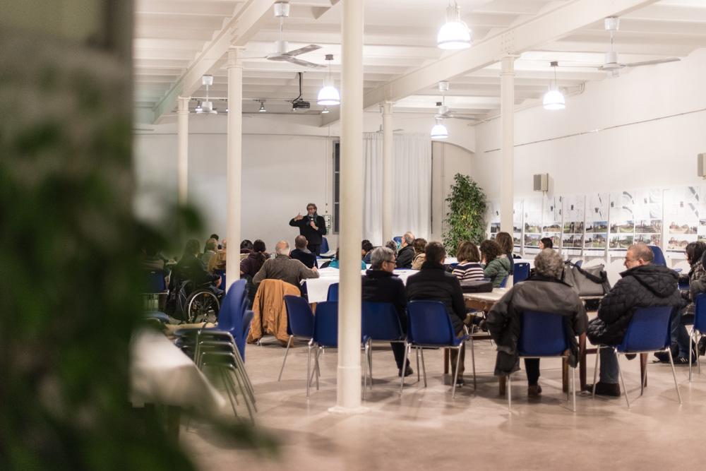 Daniele Mirani (Simurg) spiega ai partecipanti lo svolgimento del laboratorio di co-progettazione