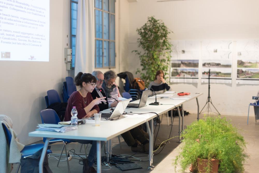 Sara Iacopini (Iris) illustra le proposte progettuali e le idee migliorative presentate da cittadini e associazioni nel tratto sud, centro e nord del fiume