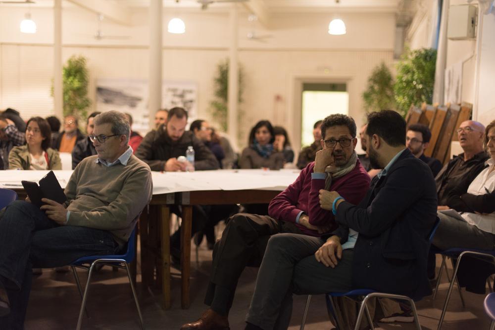 Partecipanti e amministratori locali ascoltano i relatori e si confrontano tra loro